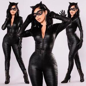 "Fashion Nova ""Cat Fight"" costume"